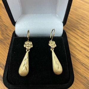 Gold Dangling earrings 14kt gold